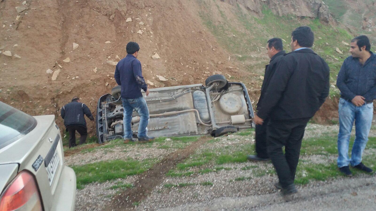 واژگونی خودروی پراید در محور گلگیر-مسجدسلیمان حادثه ساز شد + تصاویر