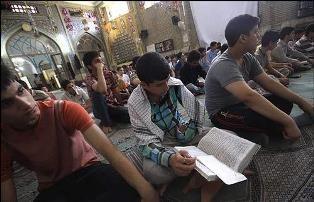 تجلیل از خیّرین اعتکاف در مسجدسلیمان