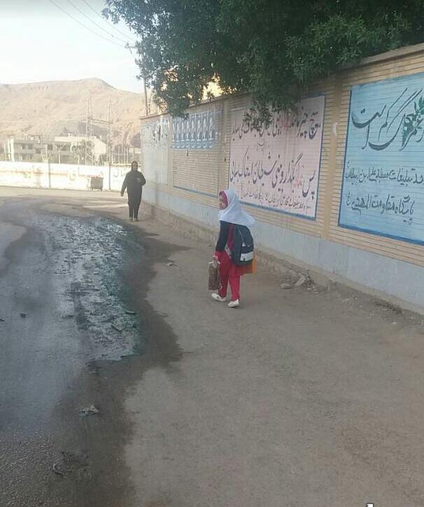 معضل فاضلاب مسجدسلیمان به مدارس و کلاس درس هم کشیده شد !؟ + تصاویر