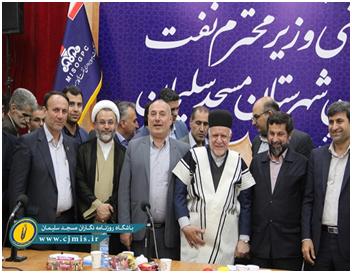 تأملی بر پوشاندن لباس چوقا بر تن میهمانان سیاسی، ورزشی و … در مسجدسلیمان