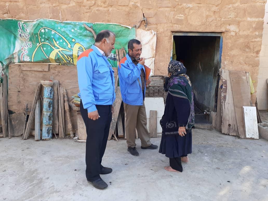 توزیع سبد اقلام بهداشتی در میان شهروندان مسجدسلیمان+ تصاویر