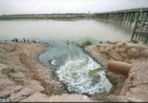نمونهبرداری از آب نقاط مشکوک به آلودگی در خوزستان