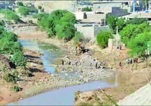 کانال های روباز فاضلاب در مسجدسلیمان و غفلت مدیریت بحران