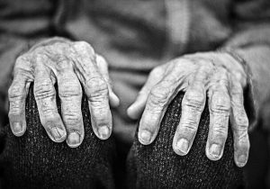 توضیحی درباره سالمند رهاشده در اهواز