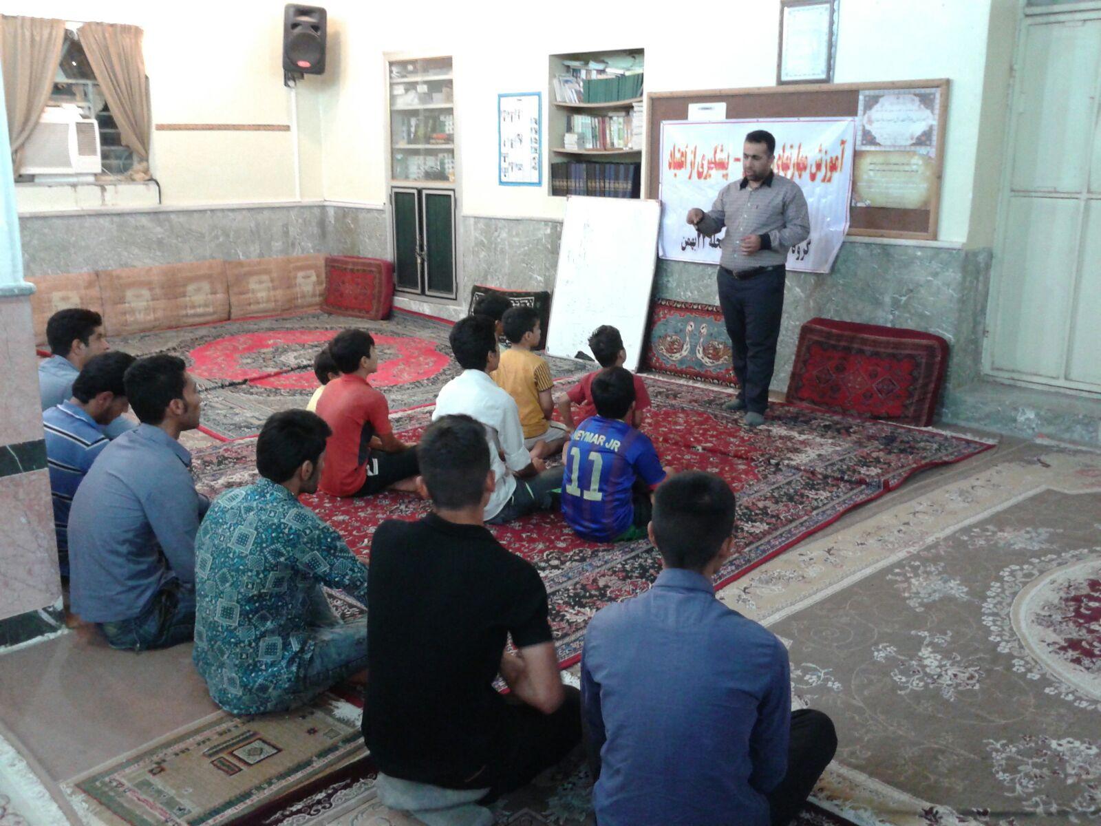 برگزاری کلاس آموزشی مهارت های زندگی و پیشگیری از اعتیاد توسط گروه اجتماع محور ۲۲ بهمن
